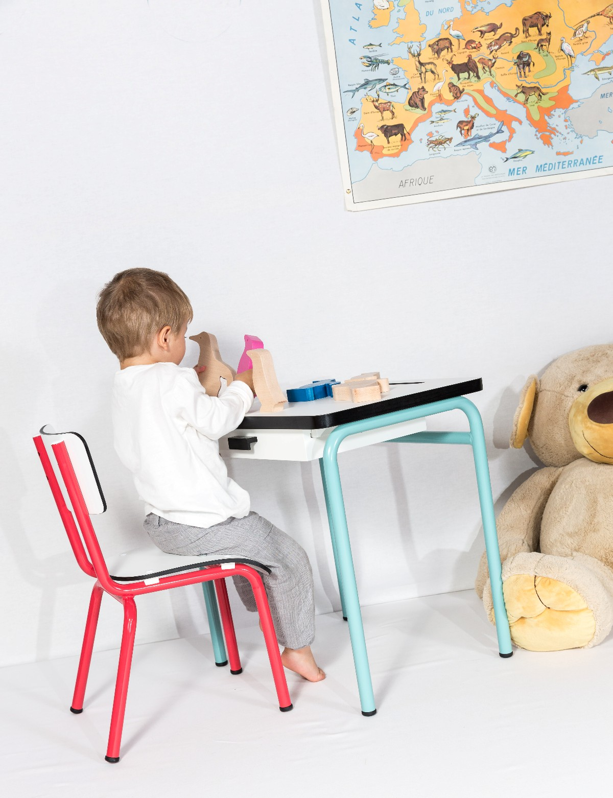 bonnes notes et coin bureau dans la chambre d enfant r ve de pan le blog. Black Bedroom Furniture Sets. Home Design Ideas