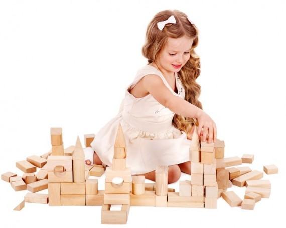 Retour aux jouets traditionnels avec les jouets en bois.