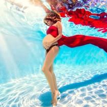 Photographie femme enceinte sous l'eau