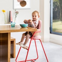 Une chaise pour bébé et l'enfant